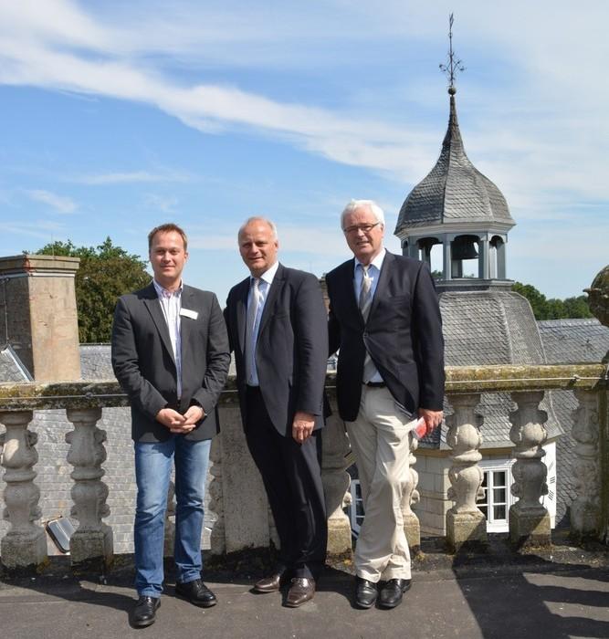 Patrick Schoden (Pädagogischer Leiter der Jugendburg), Joahnnes Röring, Hermann Kues (v.l.);  Foto: Andrea Pärschke