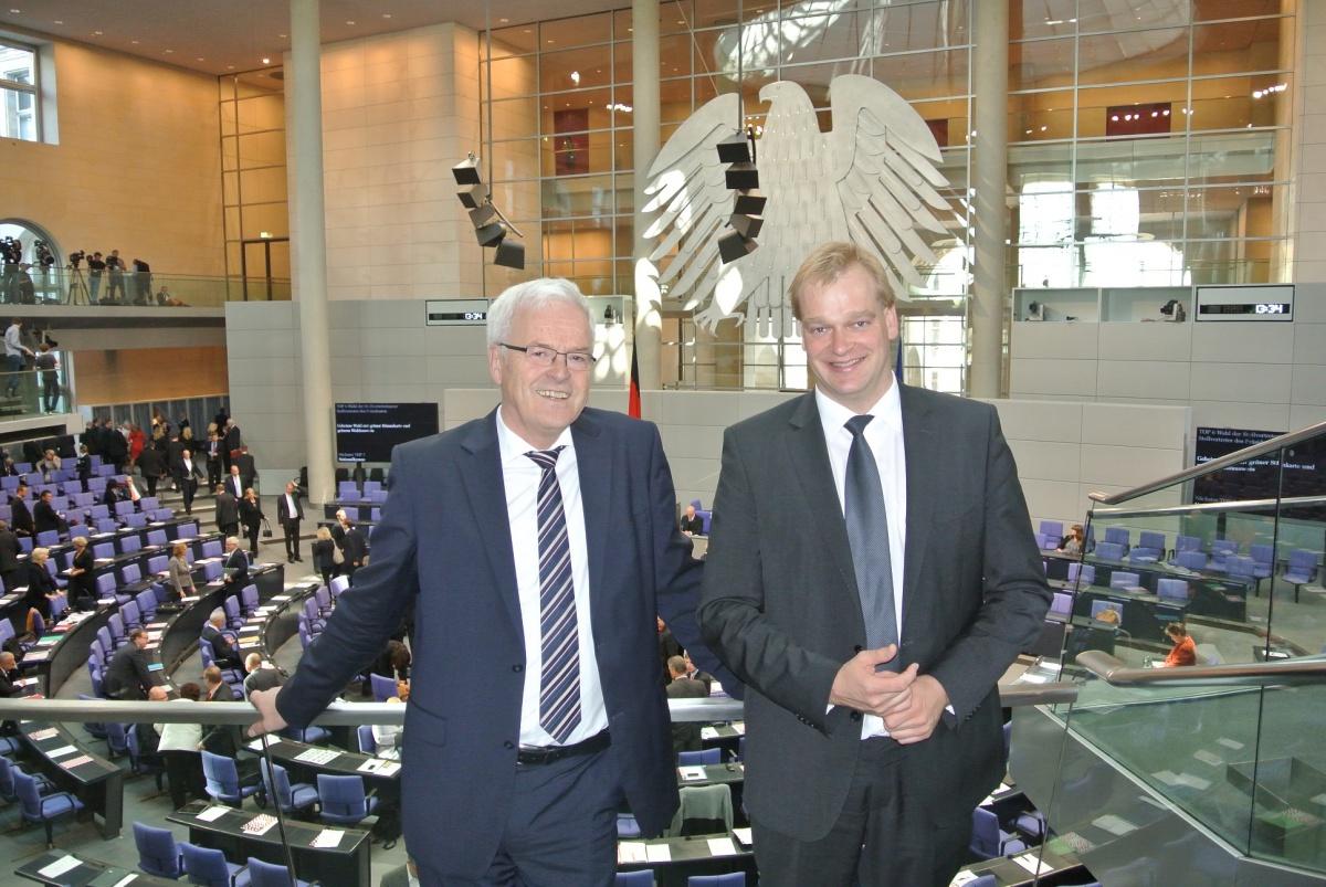 Dr. Hermann Kues und Albert Stegemann nehmen an der ersten Sitzung im Deutschen Bundestag teil.